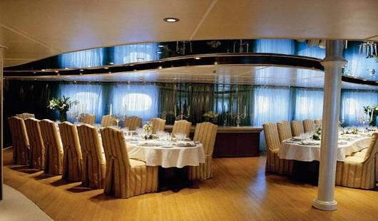 rm elegant luxury charter4 5 luksusowych jachtów