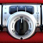Ile kosztuje napełnianie klimatyzacji w poznańskim samochodzie?