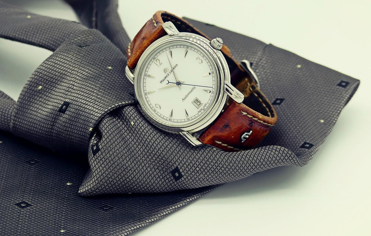 7302744e1f4499 Strona domowa Moda i Uroda Jak dopasować zegarek do garnituru?